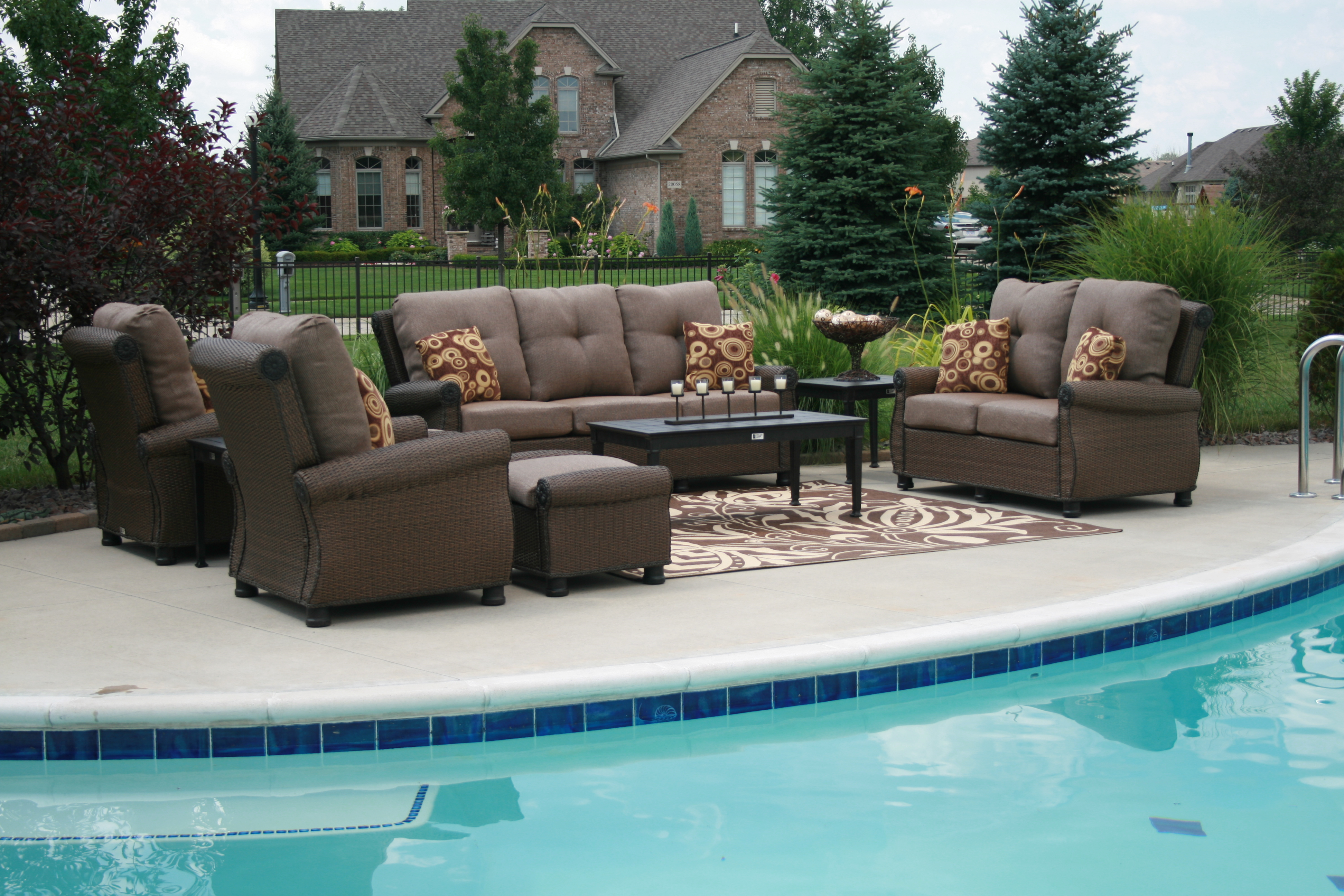 What are the characteristics of the perfect contemporary for Outdoor pool furniture
